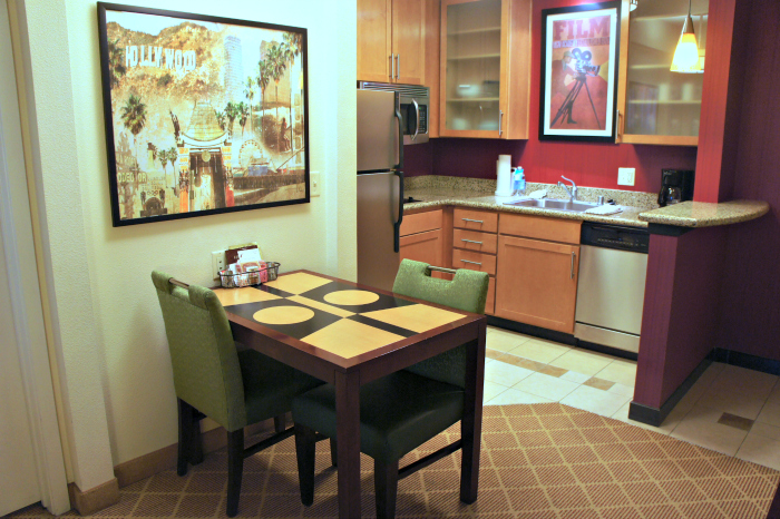 Residence Inn by Marriott - Kitchen and Dining Area